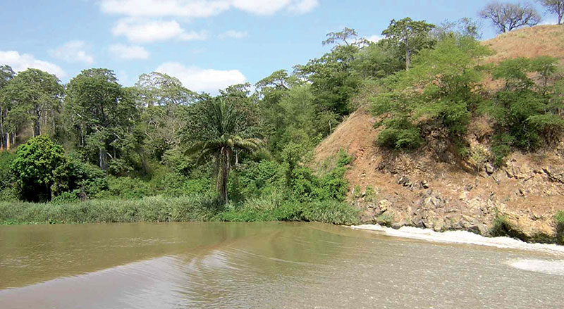 Angola's Dande River, a popular picnic site for field trip groups: Rest, food and geology. Photo courtesy of Angola Field Group