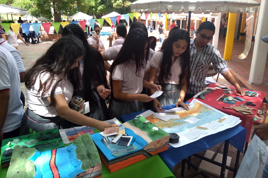Earth Science Week activities at the University of Pamplona in Colombia