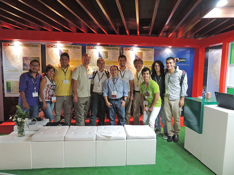 Ramirez (center) with AAPG President Lee Krystinik (fourth from left) and members of the University of Caldas AAPG Student Chapter – a chapter he helped start in 2013.
