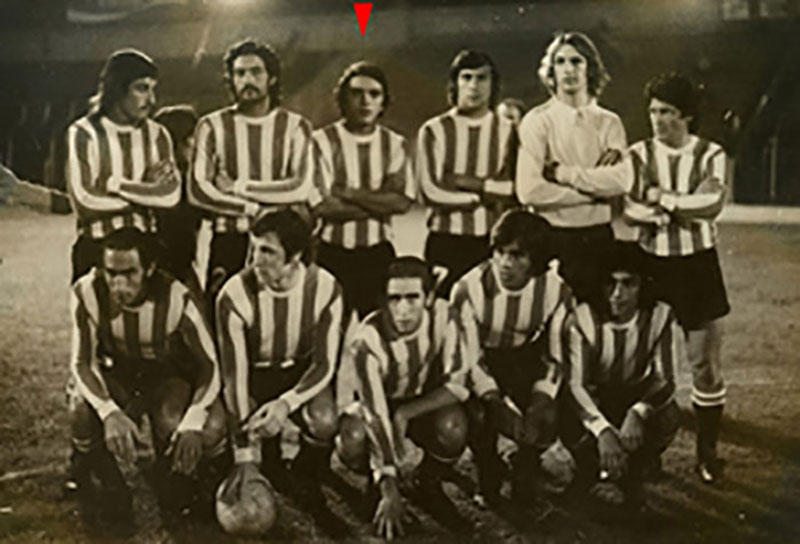 AAPG member René Manceda (red arrow) in 1973, when he was playing championship futbol in Argentina.
